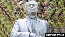 В сегодняшней Абхазии о Несторе Лакоба вспоминают, конечно, не как о коммунистическом, а как национальном, народном вожде: он один из очень немногих большевистских вождей на постсоветском пространстве, к которым его народ относится исключительно позитивно