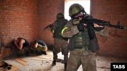 Военнослужащие Росгвардии на учениях.