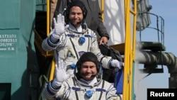 На борту корабля були космонавт Роскосмосу Олексій Овчинін (попереду) й астронавт NASA Нік Гейґ
