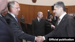 Armenia - Prime Minister Tigran Sarkisian (R) greets Russian Foreign Minister Sergey Lavrov in Yerevan, 2Apr2012.