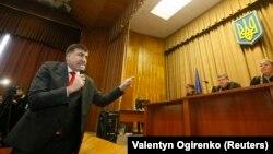 Mikheil Saakashvili məhkəmədə, arxiv fotosu