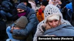 Migranții protestează lângă punctul de trecere a frontierei Kelebija