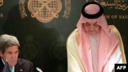 Arabia Saudite - Ministri i jashtëm kuvajtian Sheikh Sabah Khaled al-Sabah (D) në konferencën përbashkët me Sekretarin Amerikan të Shtetit John Kerry, 26Qershor2013