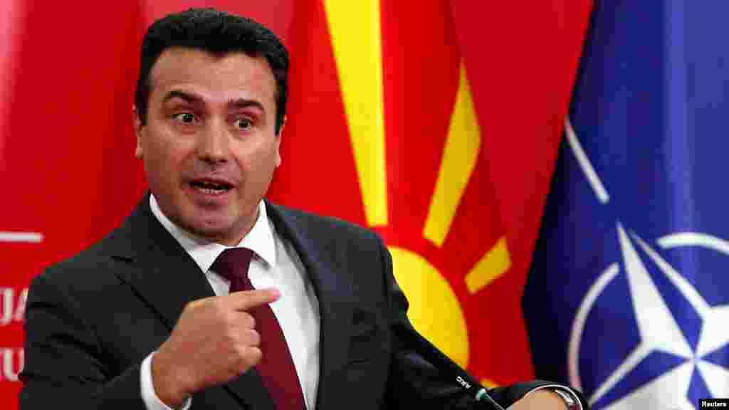 МАКЕДОНИЈА - По информациите во некои медиуми дека рускиот постојан претставник во Европската унија, Владимир Чижов, ги поканил Северна Македонија и Албанија да влезат во Евроазиската економска унија (ЕЕУ), од македонската влада велат дека досега не добиле покана за пристапување во неа.