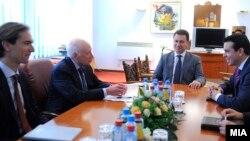 Средба на медијаторот Метју Нимиц со премиерот Никола Груевски и министерот за надворешни работи Никола Попоски во Скопје, 2013.