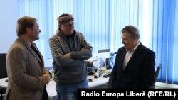 Vitalie Călugăreanu, Vasile Botnaru și Nicolae Negru în studioul Europei Libere de la Chișinău