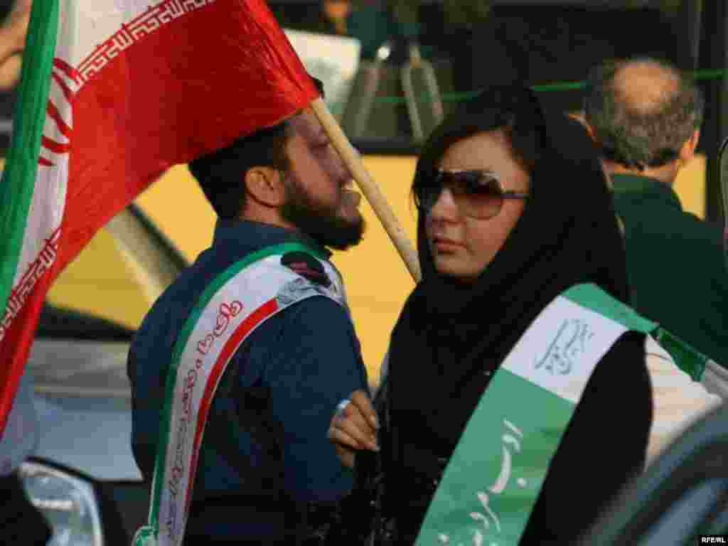 Musavi supporters donned green, while Ahmadinejad voters frequently brandished the national flag.