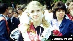 Предположительно фото со школьного выпускного Екатерины Затуливетер