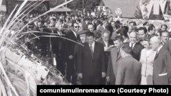 3 octombrie 1971. Vizita conducerii de partid în frunte cu Nicolae Ceauşescu și Emil Bodnăraș la CAP Sineşti de Ziua Recoltei. Sursa: comunismulinromania.ro (MNIR)