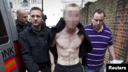 Лондон: полиция уводит задержанного в районе Пимлико