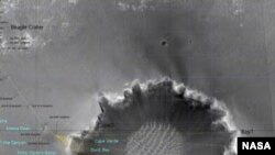 Кратер Виктория (Victoria Crater). Фотография выполнена спутником Mars Orbiter. NASA Наблюдение кратера помогает ученым выбрать оптимальный маршрут для марсохода Opportunity (Mars Exploration Rover Opportunity).