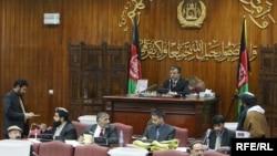 Ооган парламенти 2-январда жаңы өкмөт мүчөлөрү үчүн добуш берди. Кабул, 2010-ж.