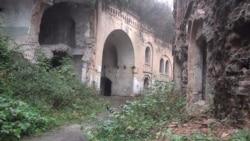 Фортеця, у якій знімали «Поводиря», потерпає від вандалів