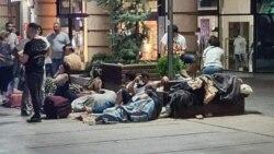 Իրանցիները գիշերում են Երևանի կենտրոնում՝ պատվաստվելու հերթը պահելու համար
