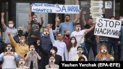 Акция сотрудников филармонии в Минске, 13 августа