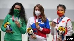 Победительницы соревнований в стрельбе (Бацарашкина в центре).