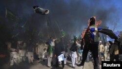 Акция протеста в Пешаваре (Пакистан) в свзяи с сожжением Корана иностранными войсками в Афганистане на базе войск НАТО