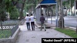 Хиёбони марказии Душанбе ба номи Рӯдакӣ. Ин хиёбон дар гузашта исми Ленинро дошт