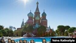 У готелі «Кремлін палас» в турецькій Антальї росіяни почувалися як вдома