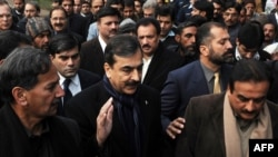 Prime Minister Yousaf Raza Gilani (center) faced a cabinet crisis over the issue.