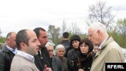 В воскресенье Хаммарберг привез в Эргнети троих грузинских заключенных, сообщив, что еще троих цхинвальские власти собираются освободить в течение ближайших дней
