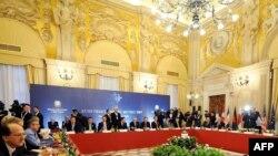 Нишасти G-7 дар шаҳри Рум