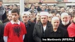 Protesti u Preševu nakon što je uklonjen spomenik