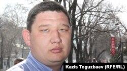 Жеті жасар баласы сирек сырқат - мукополисахаридозбен ауыратын 35 жастағы Руслан Сармырзақов. Алматы, 28 ақпан 2016 жыл.