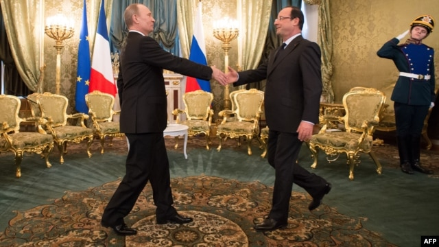 Russian President Vladimir Putin (left) welcomes French President Francois Hollande at the Kremlin.