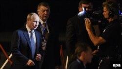 Президент России Владимир Путин (слева) прибыл в Брисбен для участия в саммите G20. Австралия, 14 ноября 2014 года.