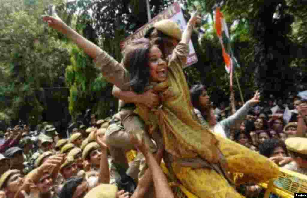 Hindistanda baş nazirə qarşı etirazlarda görüntü