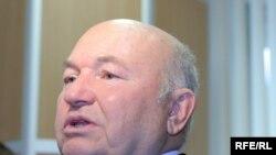 Несмотря на недовольство москвичей градостроительной политикой московского мэра, на всех выборах Лужков неизменно одерживал победу