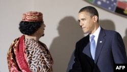 Барак Обама (справа) и Муамар Каддафи, Италия, 9 июля 2009