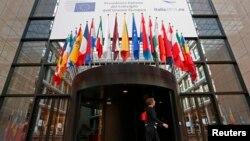 La intrarea în sediul Consiliului European la Bruxelles