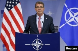 Голова оборонного відомства США Ештон Картер під час наради у штаб-квартирі НАТО у Брюсселі. 8 жовтня 2015 року