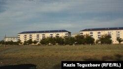 Алматы облысы Алакөл ауданының орталығы Үшарал қаласындағы гарнизонның офицерлер тұратын үйлері. 9 маусым 2012 жыл.