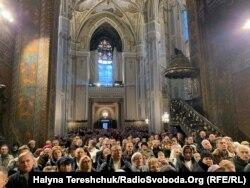 У головній катедрі РКЦ у Львові на Різдвяне богослужіння зібралось багато людей