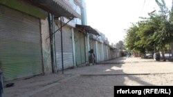 تمام دکانها در شهر کندز بخاطر درگیری مسدود اند.