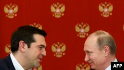 Greek Prime Minister Alexis Tsipras (L) speaks with Russian President Vladimir Putin during a signing ceremony at the Kremlin in Moscow, April 8, 2015.