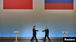 Кинескиот претседател Кси Џинпинг и рускиот претседател Владимир Путин.