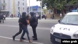 Mingəçevir polis etirazçıları saxlayır