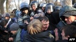 Столкновение «чернобыльцев» и ветеранов-афганцев с полицией. Киев, 29 ноября 2011 года.