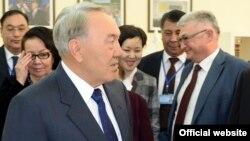 Президент Казахстана Нурсултан Назарбаев во время встречи с общественностью в Атырау. 6 февраля 2014 года.