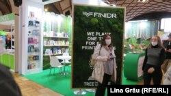 """""""Plantăm câte un copac pentru fiecare titlul publicat"""" – stand la Târgul de Carte și Festivalul Literar de la Praga 2021."""