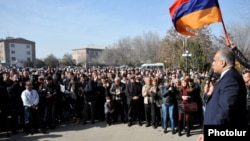 Armenia - Opposition presidential candidate Raffi Hovannisian addresses supporters in Ararat region, 26Feb2013.