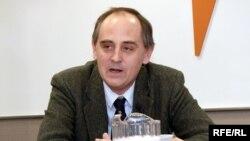Эдвард Лукас