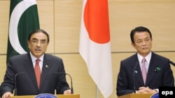 تارو آسو نخست وزیر ژاپن و آصف علی زرداری رئیسجمهوری پاکستان در کنفرانس توکیو