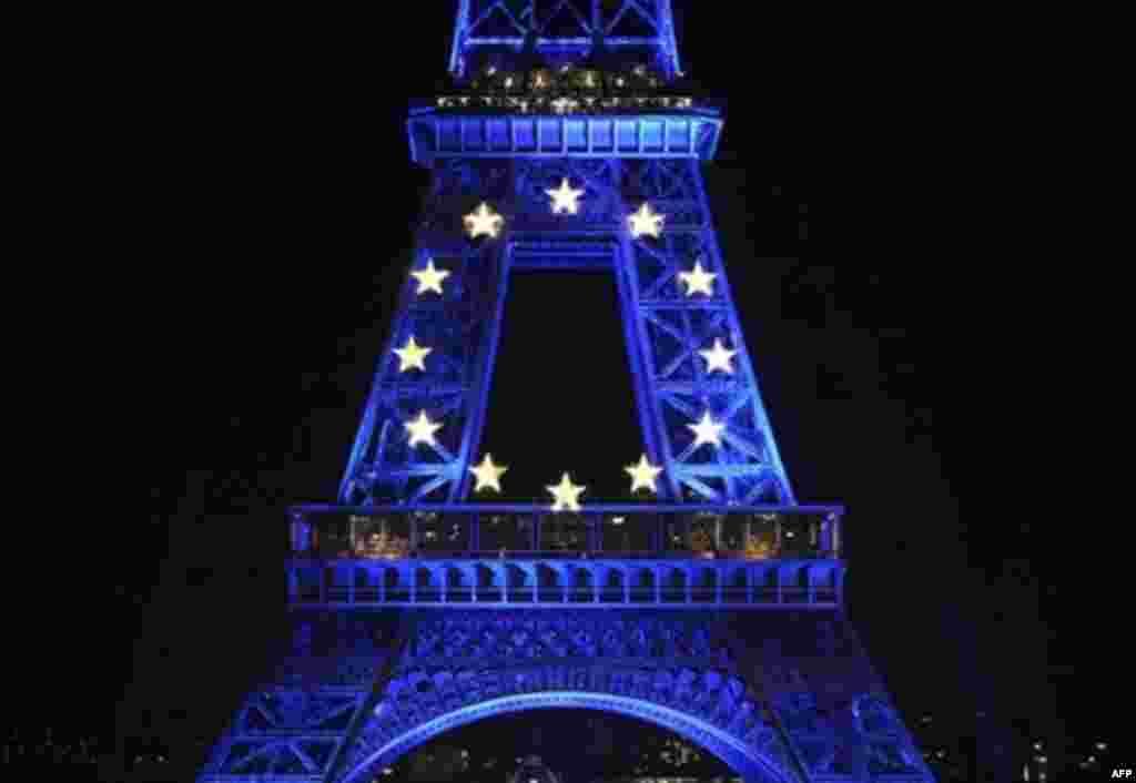 ژوئن: فرانسه ریاست دوره ای اتحادیه اروپا را برعهده گرفت. نمایی از برج ایفل در پاریس.
