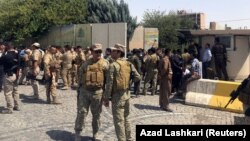 Эрбилде содырлар басып алған үкімет ғимаратын қоршап тұрған қауіпсіздік қызметкерлері. Ирак, 23 шілде 2018 жыл.