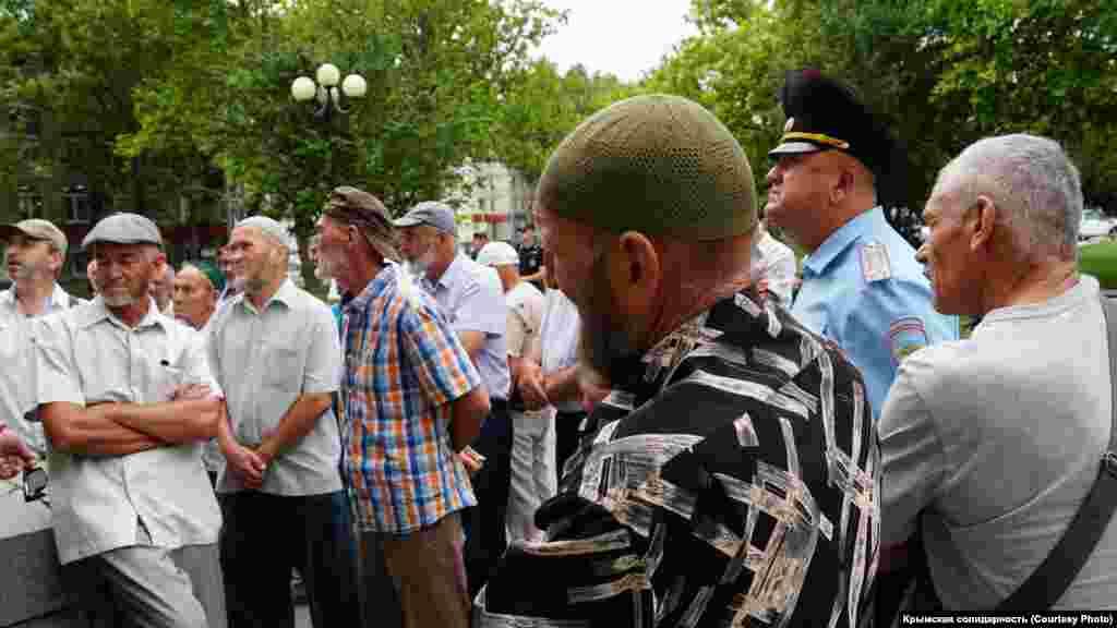Учасники зборів йти на прийом до Аксенова відмовилися